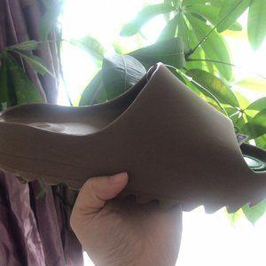 Yeezy slide brown fv8425 brand new